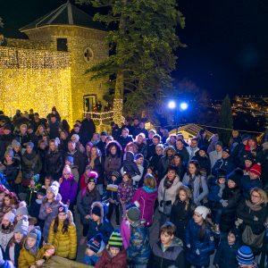 Mnogobrojni Posjetitelji Uživali U Nastupu NosTress Banda I Božićnoj Iluziji Andreja Škedela Na Trsatskoj Gradini
